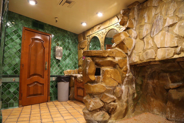 Guides San Luis Obispo Ca Madonna Inn Dave S Travel Corner
