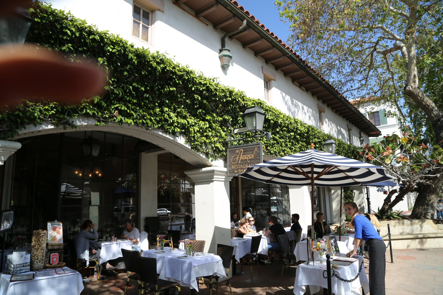 Anderson S Restaurant And Bar Has Been Open For Business More Then 40 Years This Santa Barbara Insution Is Located At 1106 State Street