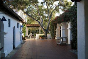 santa-barbara-courtyard