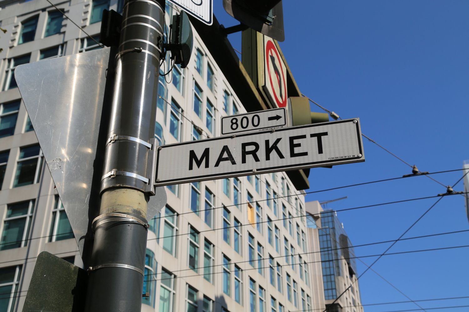 Market Street is a major thoroughfare in San Francisco, ganjamoney.tk begins at The Embarcadero in front of the Ferry Building at the northeastern edge of the city and runs southwest through downtown, passing the Civic Center and the Castro District, to the intersection with Corbett Avenue in the Twin Peaks neighborhood. Beyond this point, the roadway continues as Portola Drive into the.
