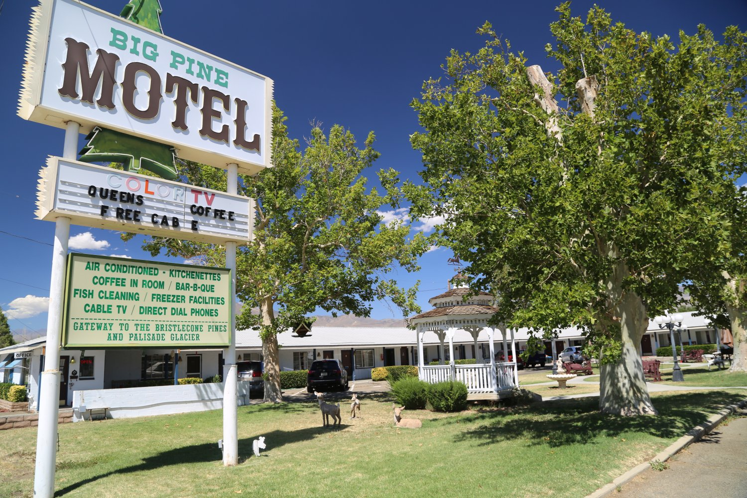 Pine Motel Is Located At 370 South Main Street And They Are Rated 2 Stars 14 Rooms Have A Complete Courtyard With Gazebo Benches