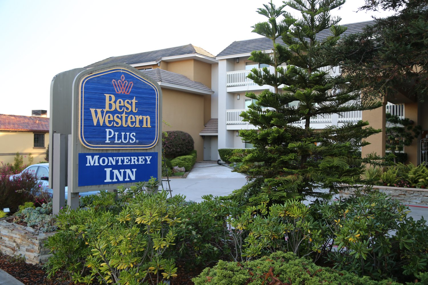 Best Western Monterey Inn Is Located At 825 Abrego Street Take The Munras Avenue Exit They Are Rated 3 Stars And Their Prices Range From 119 To 199