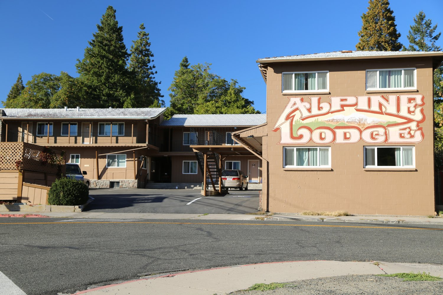 Guides mt shasta ca hotels dave 39 s travel corner for The alpine lodge