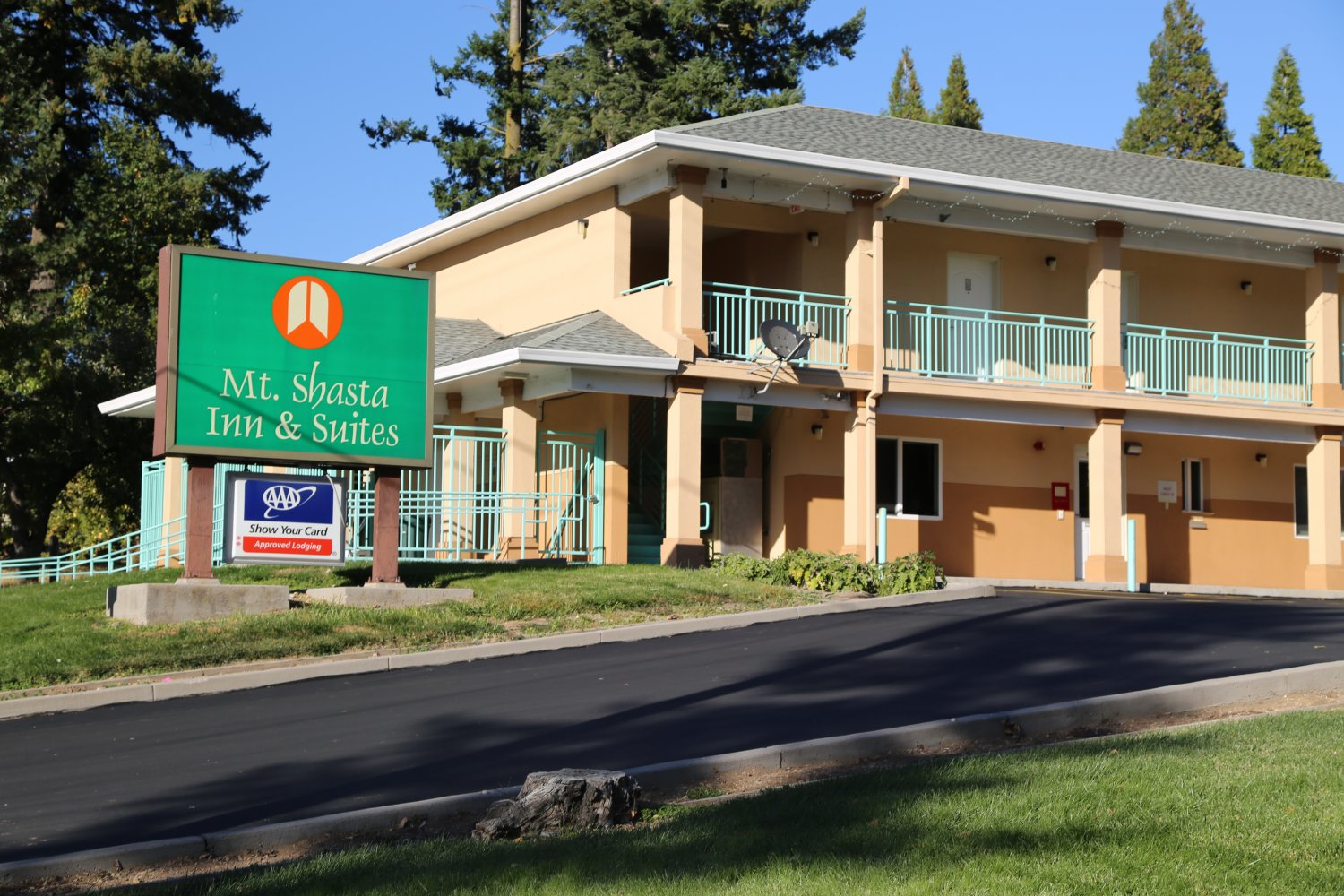 Mount Shasta Inn Suites Was Built In 2000 And Despite Being 20 Years Old Is One Of The Newer Hotels City Features Clean Rooms Including
