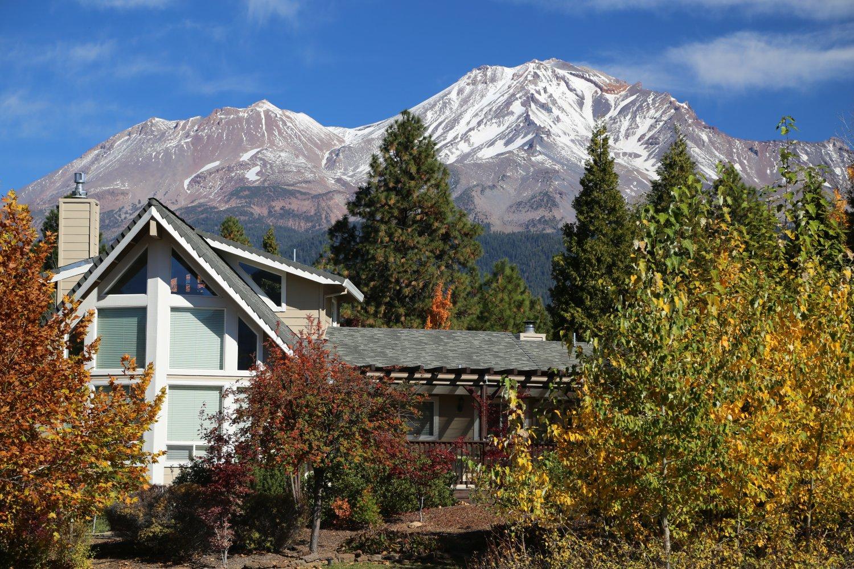 Guides mt shasta ca hotels dave 39 s travel corner for Lake siskiyou resort cabins