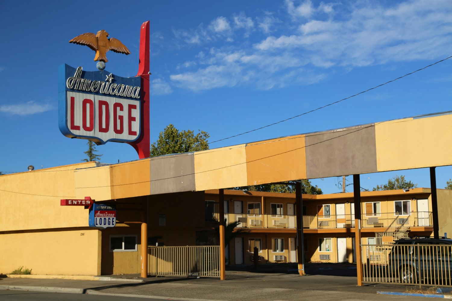 Americana Lodge Is One Of The Most Budget And Dated Older Hotels In Downtown Redding