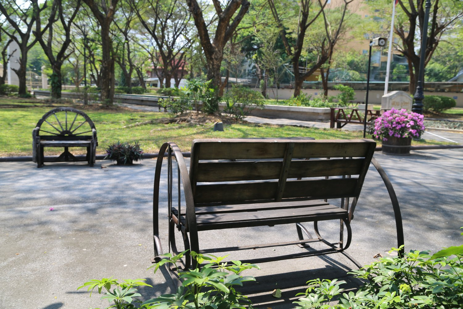 Nice spot to come and do some reading  Hours are a bit odd   8am until  10am  then closed  and reopens from 4pm until 10pm. Bangkok  Thailand   Parks   Dave s Travel Corner