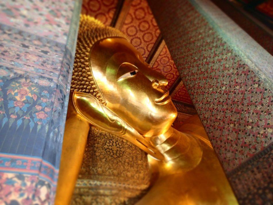 wat po reclining buddha bangkok