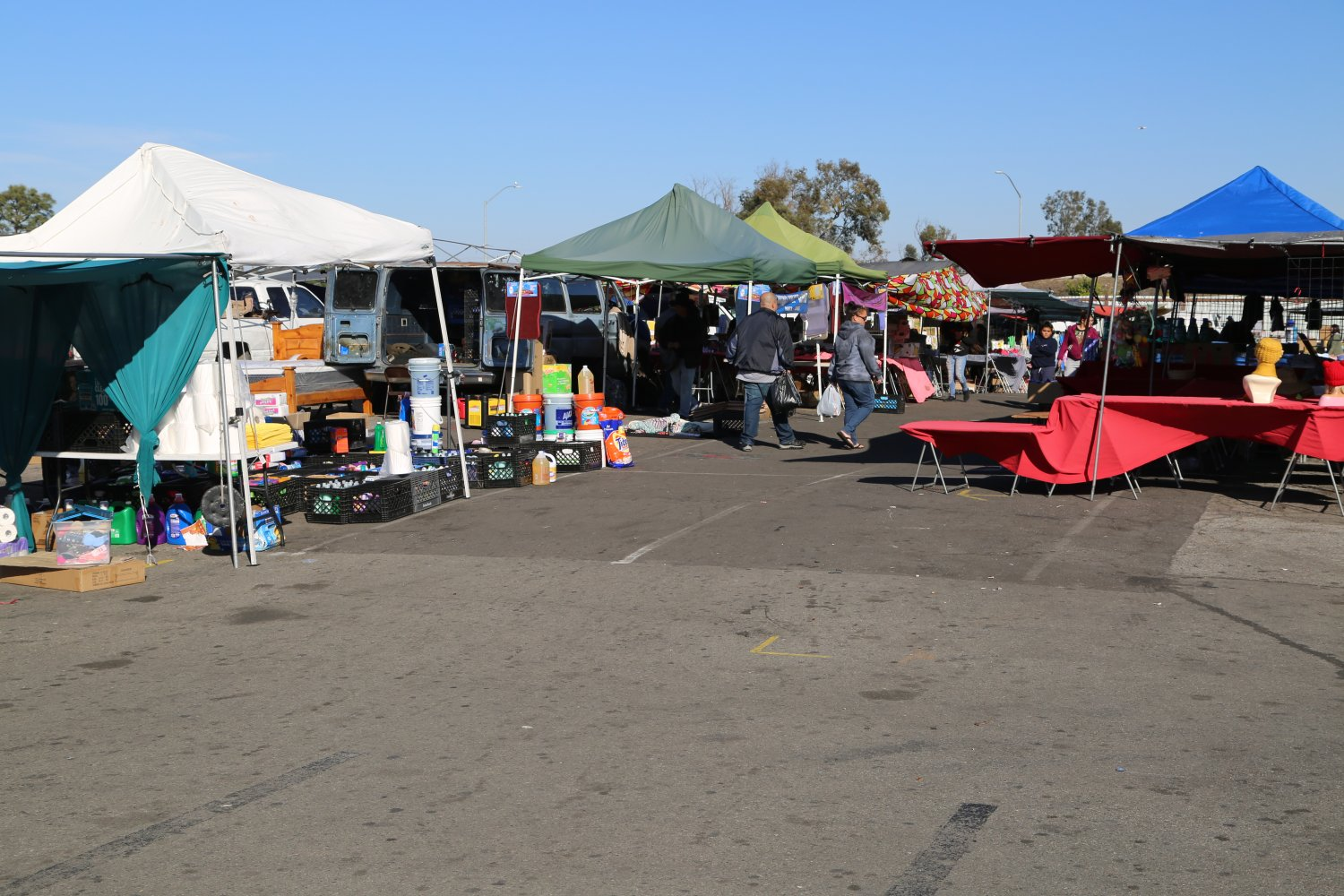 la outdoor swap meet