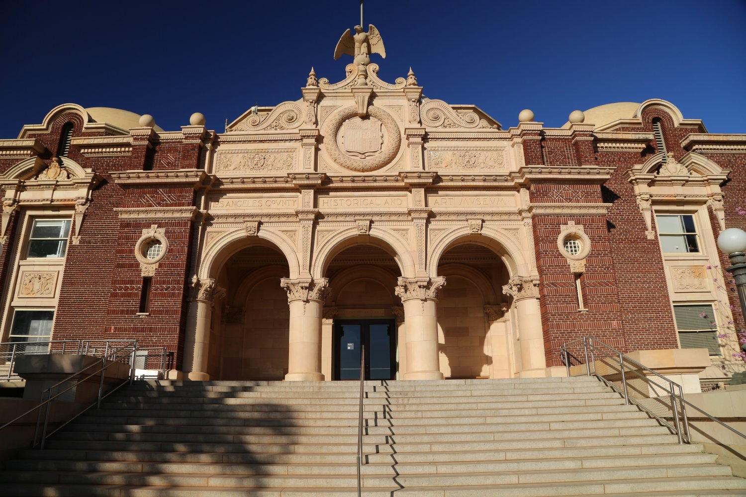 Guides - Los Angeles, CA - Exposition Park - Dave\'s Travel Corner