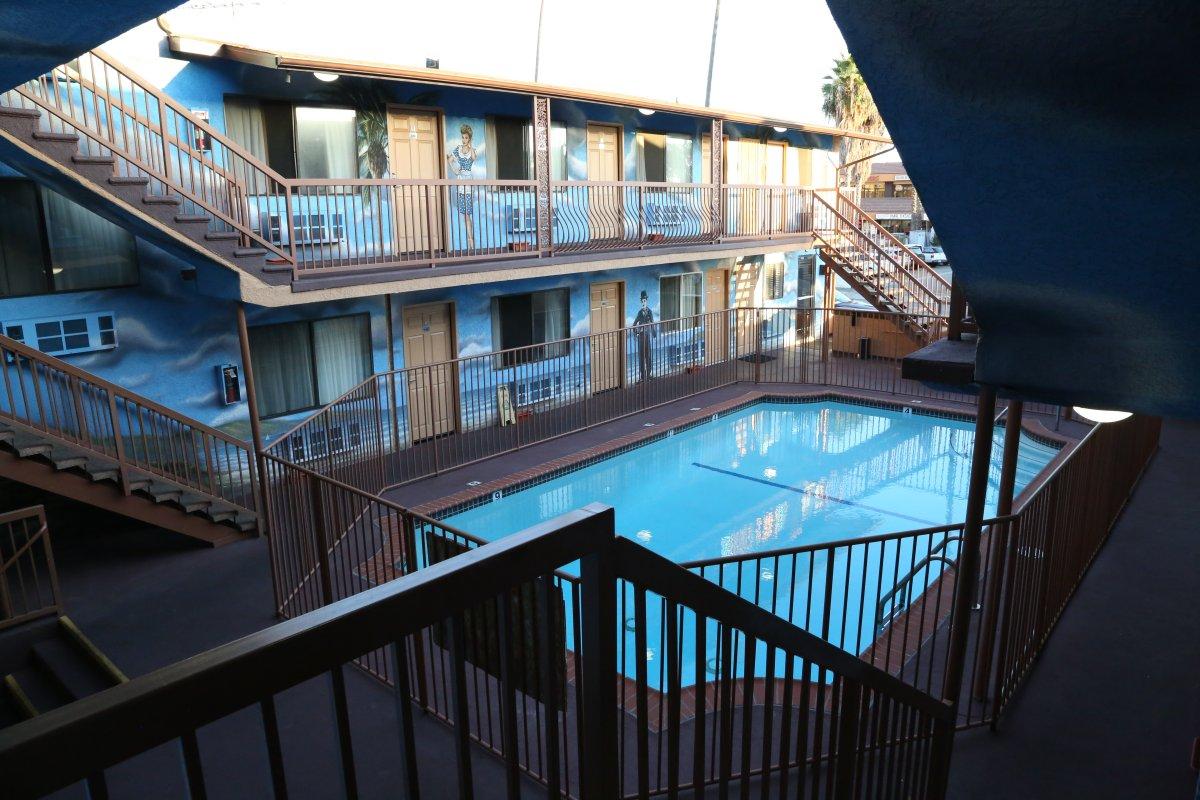 guides los angeles ca lodging hotels dave 39 s travel. Black Bedroom Furniture Sets. Home Design Ideas