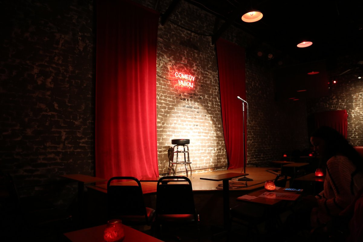 Los angeles ca comedy clubs dave 39 s travel corner for The family room nightclub los angeles