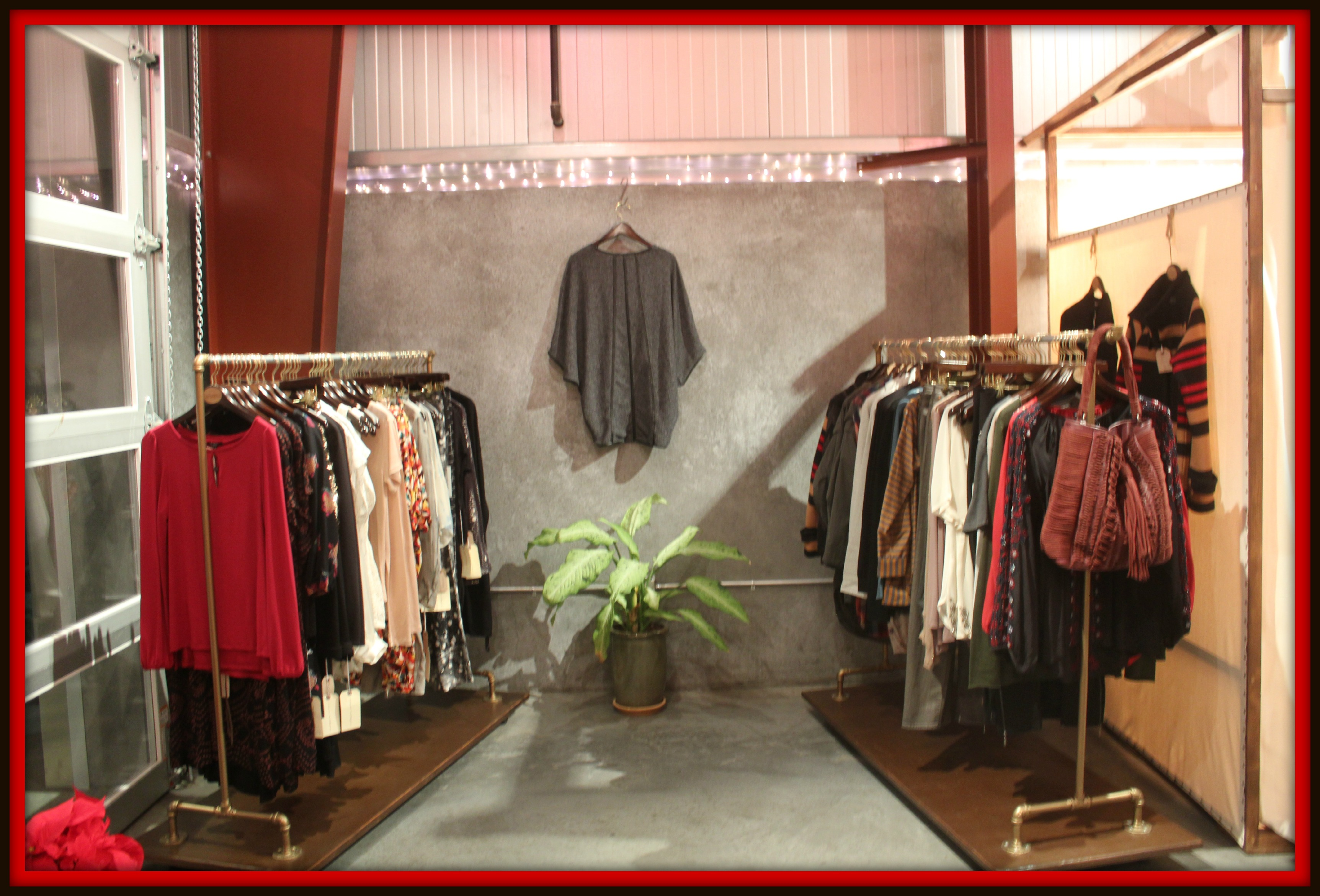 Travel clothing store. Girls clothing stores