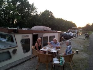 Time for a little dining alfresco on the Burgundy Canal