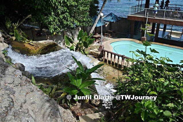 Badiang-Spring-Resort