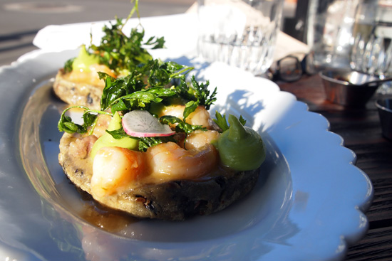 SHRIMP & BONE MARROW SOPES: fried parsley / chile de árbol