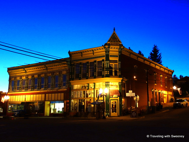 The Broadway Hotel in Philipsburg at night