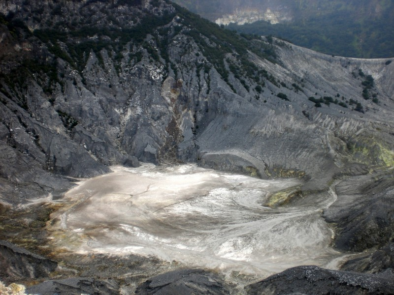 The incredible crater of Tangkuban Perahu