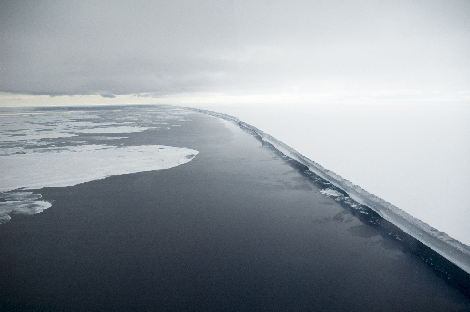 Ross ice shelf Credit: © Oceanwide Expeditions, Delphine Aurès-