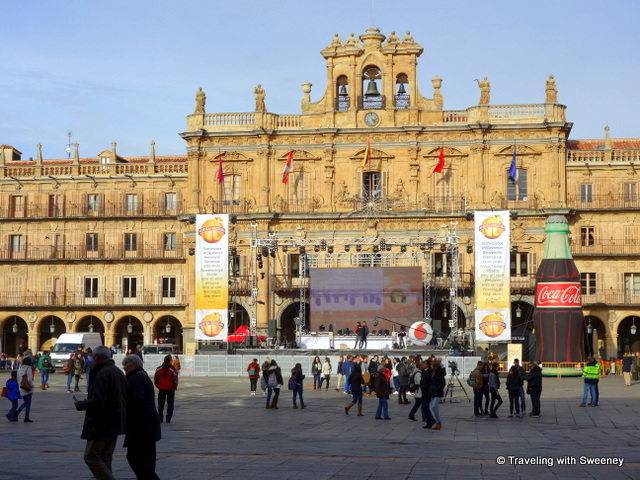 Preparations for Nochevieja festivities on Plaza Mayor