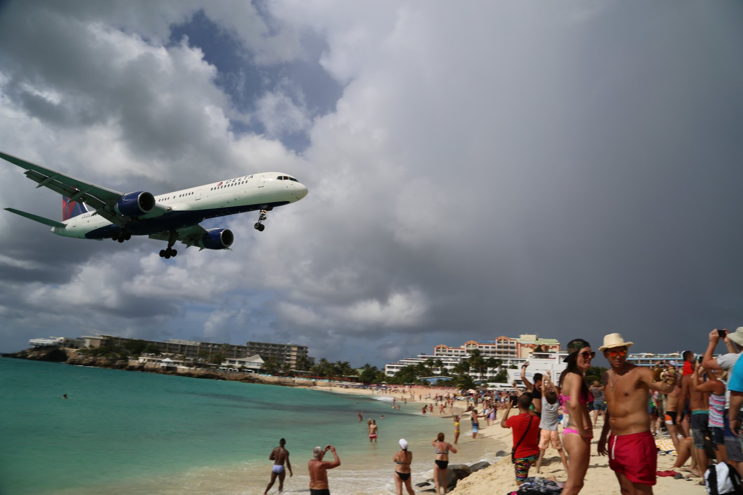 landing helicopter with Maho Beach Sint Maarten on Expeditionary Fast Transport EPF in addition Skiathos Island National Airport in addition This Is What Happens When Chinooks Rotors Are Off Balance additionally Watch moreover Chart pa dutch springs.