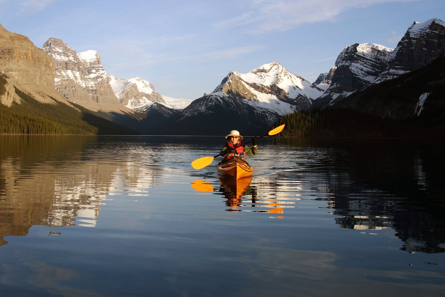 alberta-jasper-person-kayaking-maligne-lake-credit-jasper-tourism