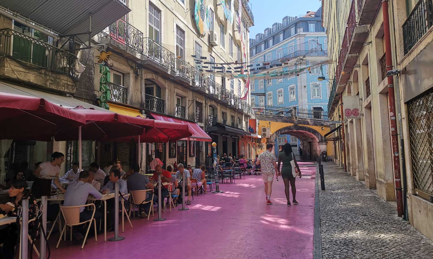 Shows Pink Street nightlife district - The best Lisbon nightlife