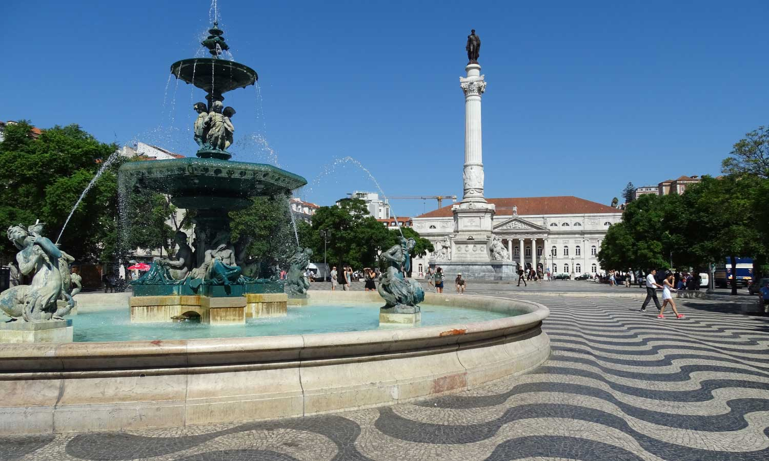 Money saving tips for Lisbon - Shows an iconic monument and square