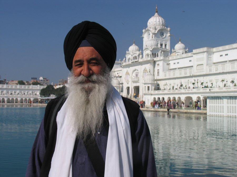 sikh-visiting-golden-temple