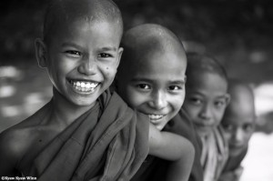Kyaw_Kyaw_Winn-Novice-monks-smiling