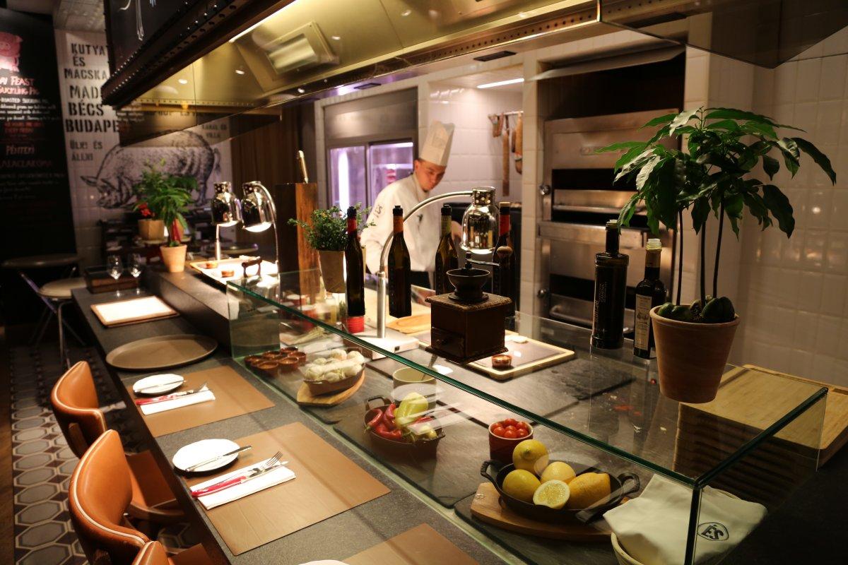 Kitchen, ES Restaurant Kempinski Hotel