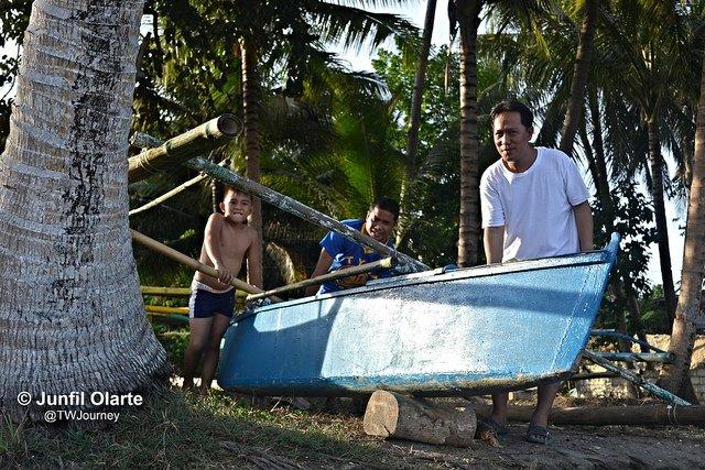 Preparing-boat -paddling-Tangohay-Dimiao