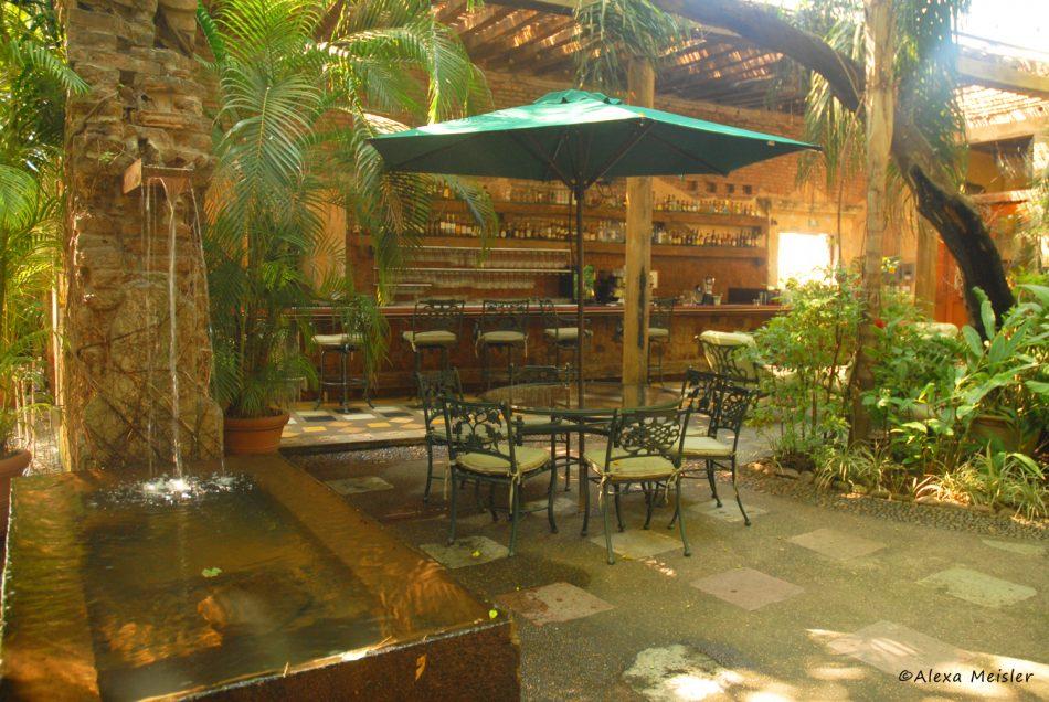 el-presidio-cocina-de-mexico-outdoor-patio-mazatlan