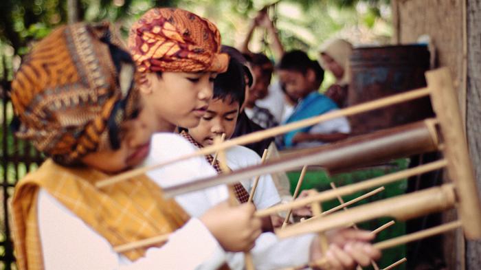Children practice the angklung