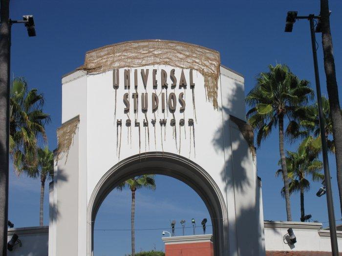 Universal-Studios-Entrance-Tower
