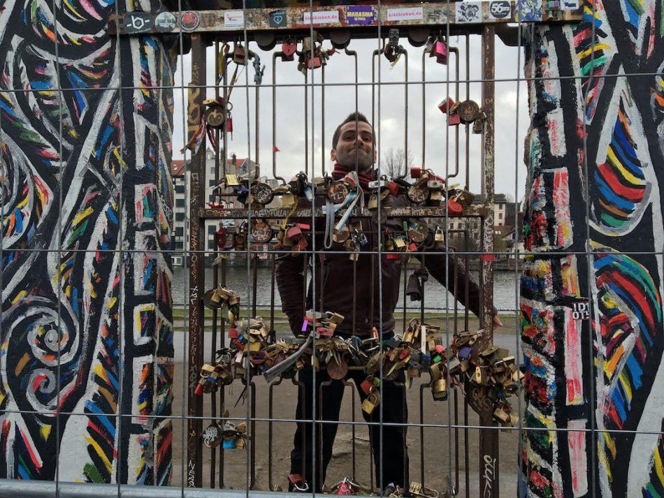 Romantic Berlin Lovers Gate East Side Gallery