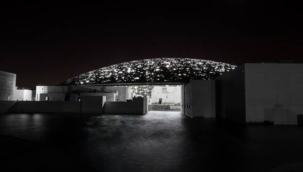 The iconic dome is illuminated by 4,500 lights installed to the steel structure making it visible in Abu Dhabi's night sky. © Abu Dhabi Tourism & Culture Authority, Architect: Ateliers Jean Nouvel