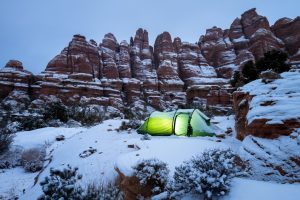 items-for-your-winter-camping-tent